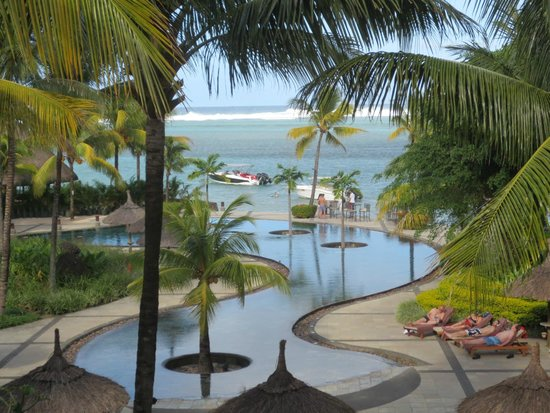 Heritage Awali Golf & Spa Resort : View from our second floor room
