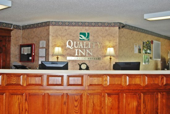 Quality Inn : Front Desk