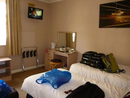Camden Lock Hotel: dressing room and tv