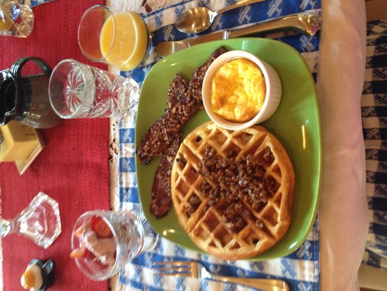 Bedford Landings Bed & Breakfast, LLC: Check out the bacon caramelized pecans