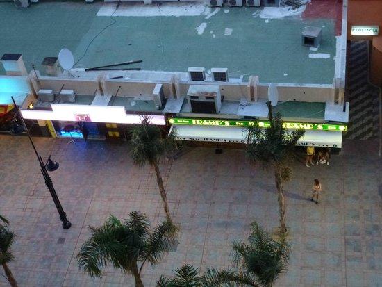 Hotel Las Palmeras: More noisy night bars