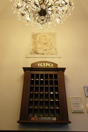 King Charles Boutique Hotel Residence: ресепшн
