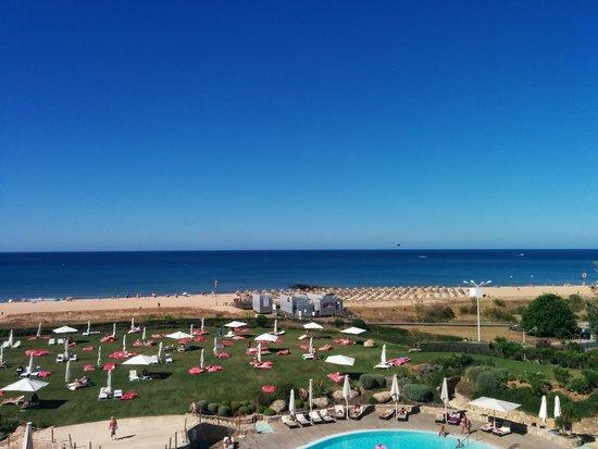 Crowne Plaza Vilamoura - Algarve: New Sunbeds At Last!!!!!