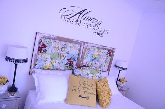 Allara Homestead Bed & Breakfast : Bed