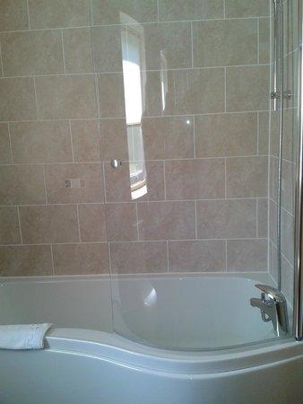 Borve Country House Hotel: Bathroom - room 5