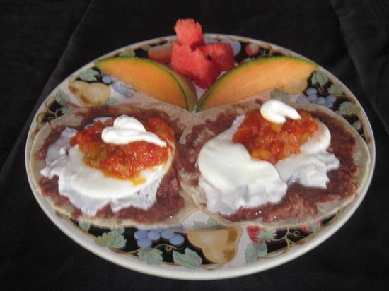 Coconut Tree Restaurant: Fresh corn tortillas and poached eggs!