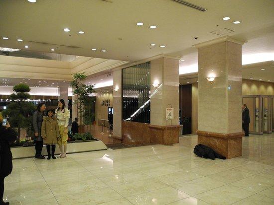 Keio Plaza Hotel Tokyo: Jurassic lobby