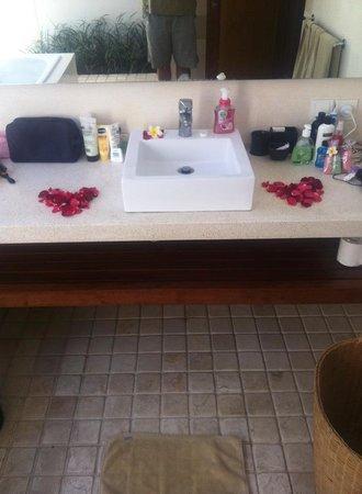 Villa Coco: Bathroom Wedding Anniversary Decorations C2 Villa