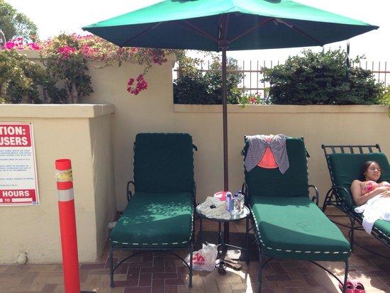 Ramada San Diego National City: Comfy outdoor seating