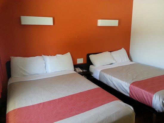 Motel 6 Santa Barbara - Carpinteria North: My room