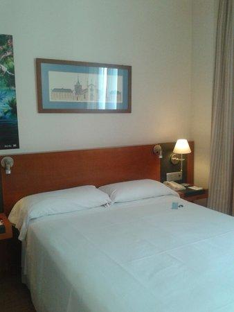 Tryp Valencia Oceanic Hotel : habitacion