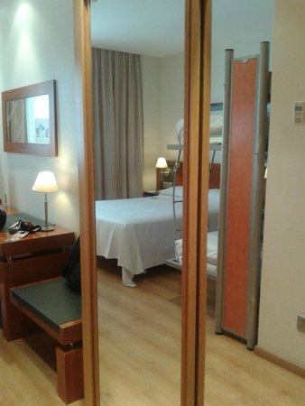 Tryp Valencia Oceanic Hotel : habitación