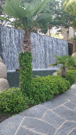 Horseshoe Bay Resort: waterfall on golf course
