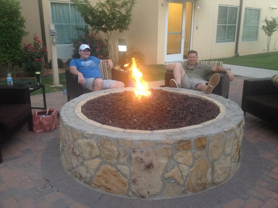 Homewood Suites Fort Worth West at Cityview: Relaxing at firepit. FW, Texas