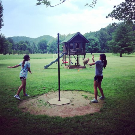 Mountain Springs Cabins : Playtime