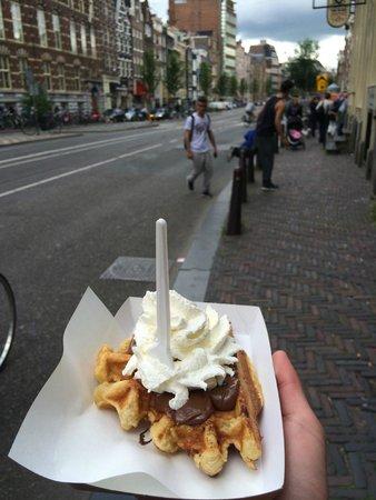 La Fruteria juice bar: Street Waffle