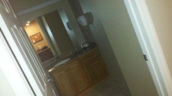 Candlewood Suites Williamsport: The bathroom