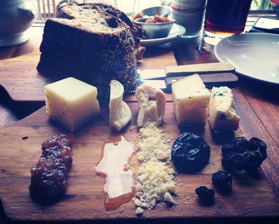 The Bull & Beggar: Cheese platter