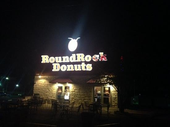 Round Rock Donuts: Round Rock at 430 AM