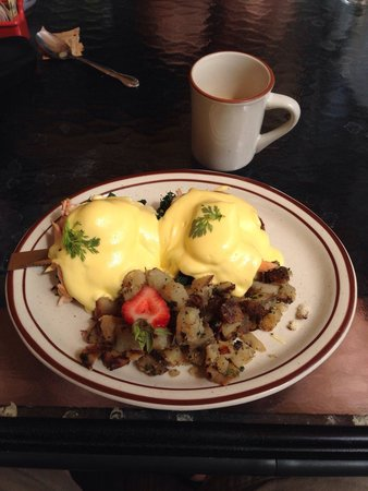 Echo Lake Cafe: Smoked Salmon and Spinach Eggs Benedict