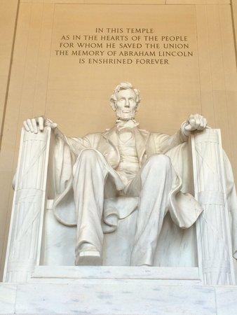 Piscina reflectante del monumento a Lincoln: Speechless