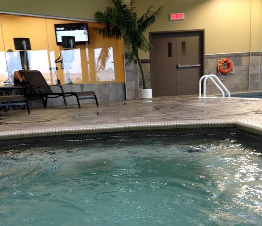 Holiday Inn Pointe Claire Montreal Airport : Swimming Pool,jacuzzi and Gym