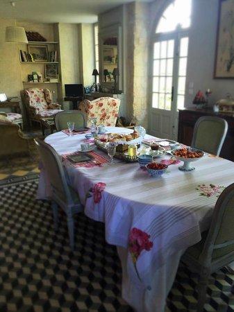Clos de Mondetour: Our morning breakfast.