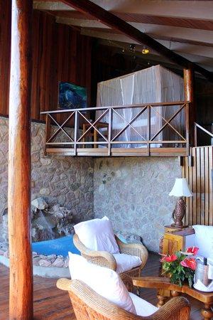 Ladera Resort: Bed on mezanine level - room J