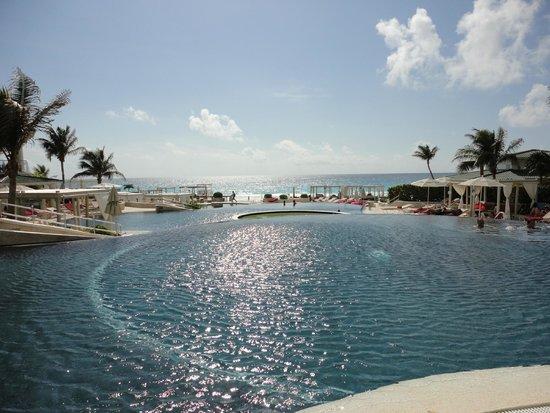 Sandos Cancun Lifestyle Resort : piscina