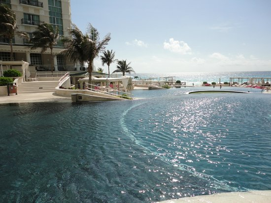 Sandos Cancun Luxury Resort: piscina