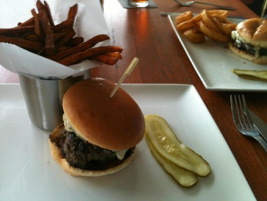 Yard House : Black  Trufal Cheese Burger Its to Die for