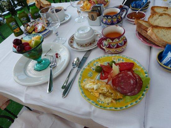 Hotel Pellegrino: Breakfast at Luigi's