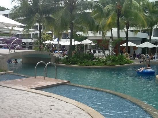 Hard Rock Hotel Penang : pool side