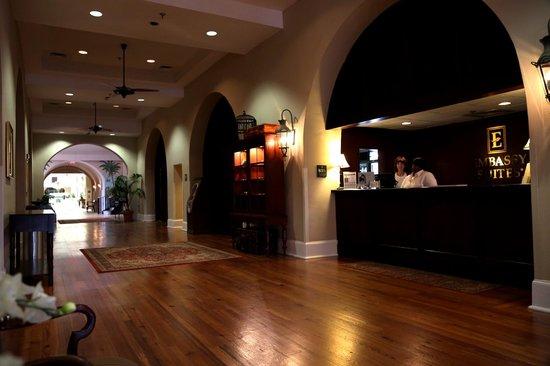 Embassy Suites by Hilton Charleston - Historic Charleston: Lobby