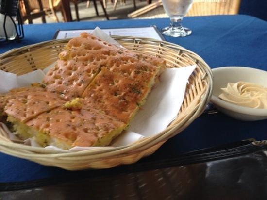 Madame Janette: scrumptious garlic bread