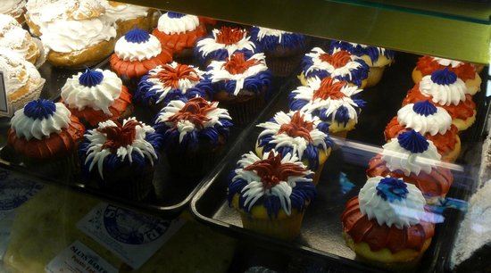 Sluys Poulsbo Bakery: fourth of july cupcakes