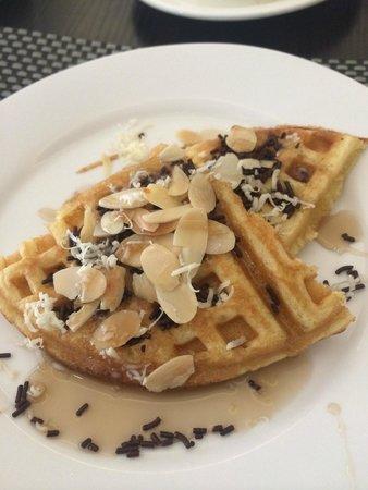 Gino Feruci Braga Hotel: Delicious waffles