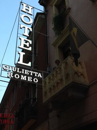 "Giulietta e Romeo Hotel : Just Down the Way from ""the"" Balcony Without the Crowd!"