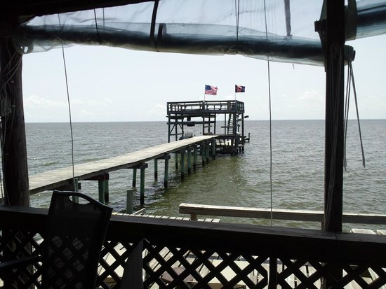 Bay Breeze Bed & Breakfast: The boat dock from the pier.