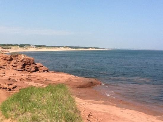 Econo Lodge Airport: Red Cliffs of PEI