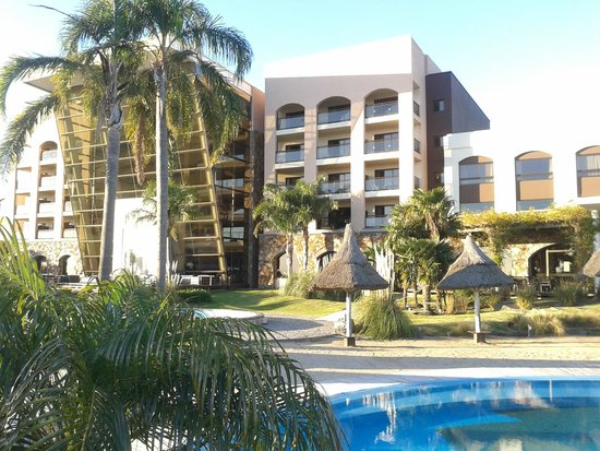 Sheraton Colonia Golf & Spa Resort: Vista exterior del Hotel