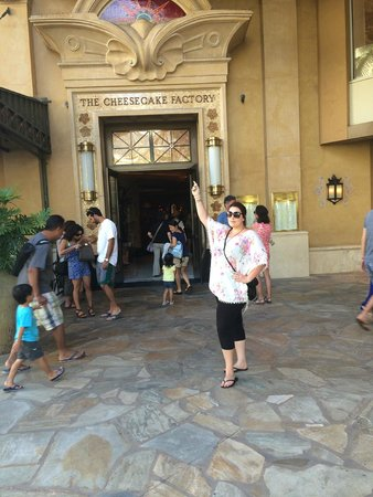 Waikiki Beachcomber by Outrigger: Cheesecake Factory directly across the road from the hotel - Get here early for dinner around 5: