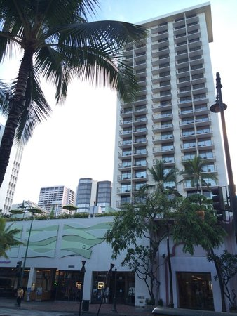 Holiday Inn Resort Waikiki Beachcomber: View of the hotel from across the road - out the front of forever 21