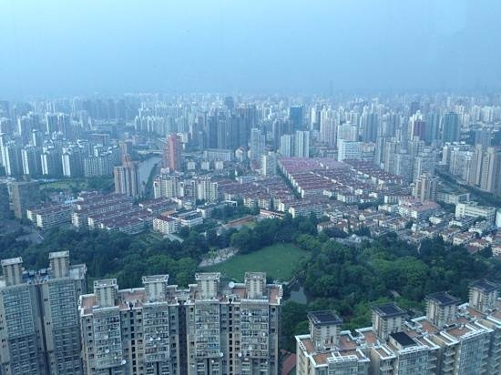 Renaissance Shanghai Zhongshan Park Hotel: View of Zhongshan Park from the 45th floor