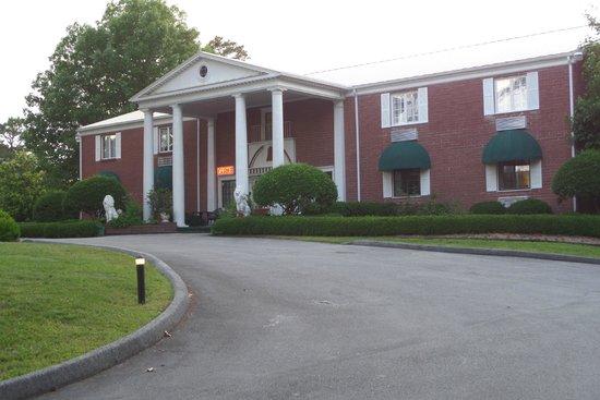 Photo of Colonial Inn Eureka Springs