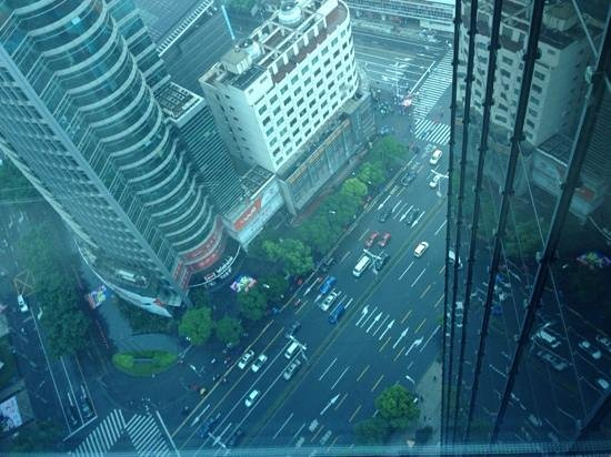 Renaissance Shanghai Zhongshan Park Hotel: View from our table at breakfast at Azur on the 26th floor