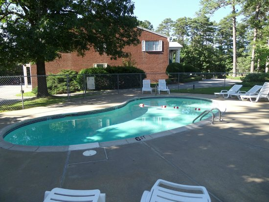 Colonial Inn: Pool