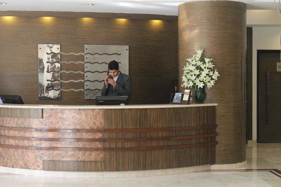 The Hans New Delhi: Front Desk