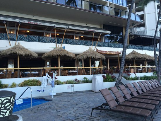 Holiday Inn Resort Waikiki Beachcomber: Duke's which is right on the beachfront next to the walkway to the beach and the Royal Hawaiian