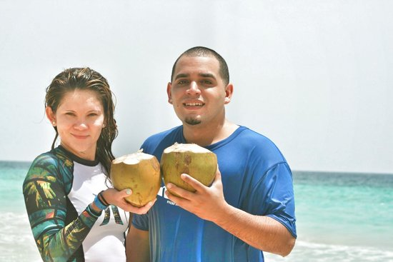 Macao Surf Camp: coconut break!